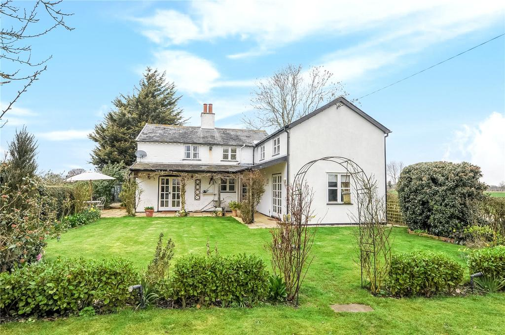 4 Bedrooms Detached House for sale in Clay Hills Road, Saxmundham, Suffolk, IP17