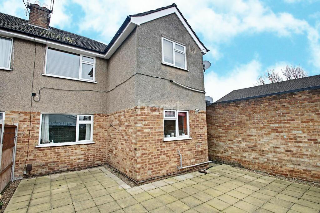 2 Bedrooms Flat for sale in Chipperfield Close, Upminster