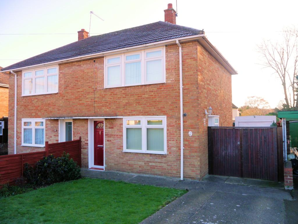 2 Bedrooms Semi Detached House for sale in Smiths Lane, Windsor SL4