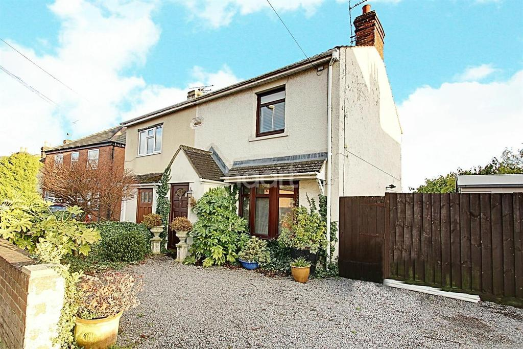 2 Bedrooms Semi Detached House for sale in Beechcroft Road, Upper Stratton