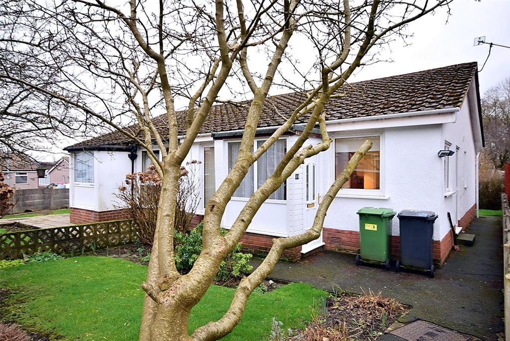 2 Bedrooms Semi Detached Bungalow for sale in Barn Meadow Crescent, Rishton, Blackburn, Lancashire, BB1