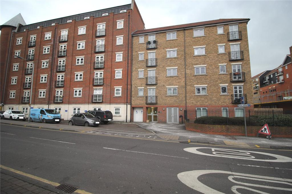 1 Bedroom Apartment Flat for sale in Hazeleigh House, Market Link, Romford, RM1