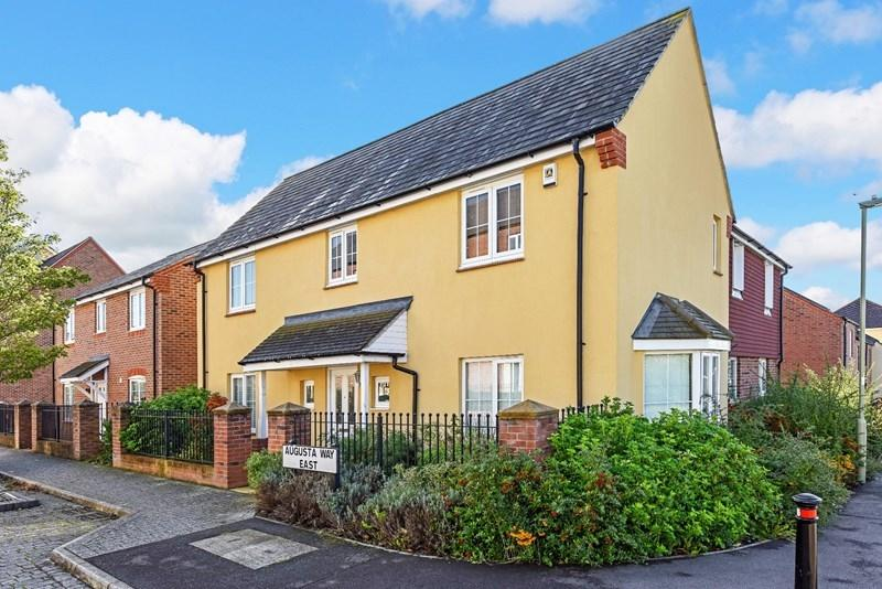 4 Bedrooms Detached House for sale in Augusta Way East, Andover