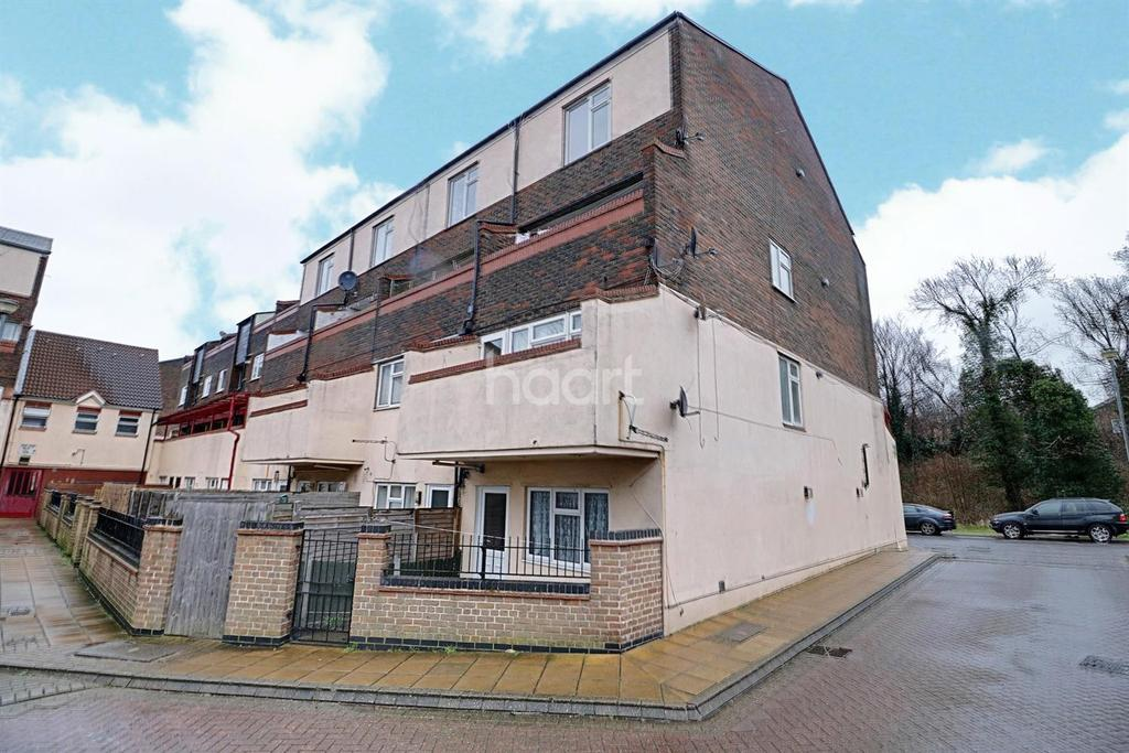 3 Bedrooms Flat for sale in River Court, Centurion Way, Purfleet, RM19 1ZZ