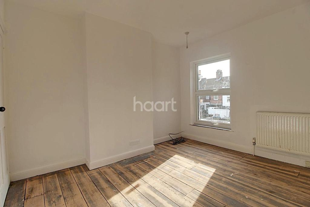 3 Bedrooms Terraced House for sale in Churchill Road, NR3