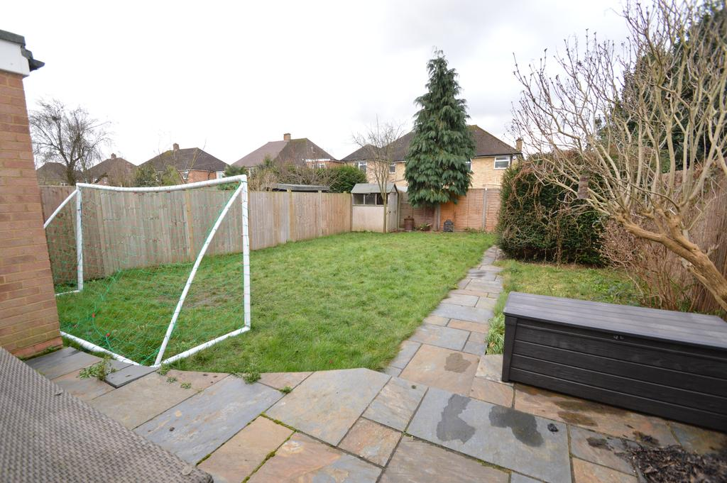 4 Bedrooms Semi Detached House for sale in York Gardens, WALTON ON THAMES KT12