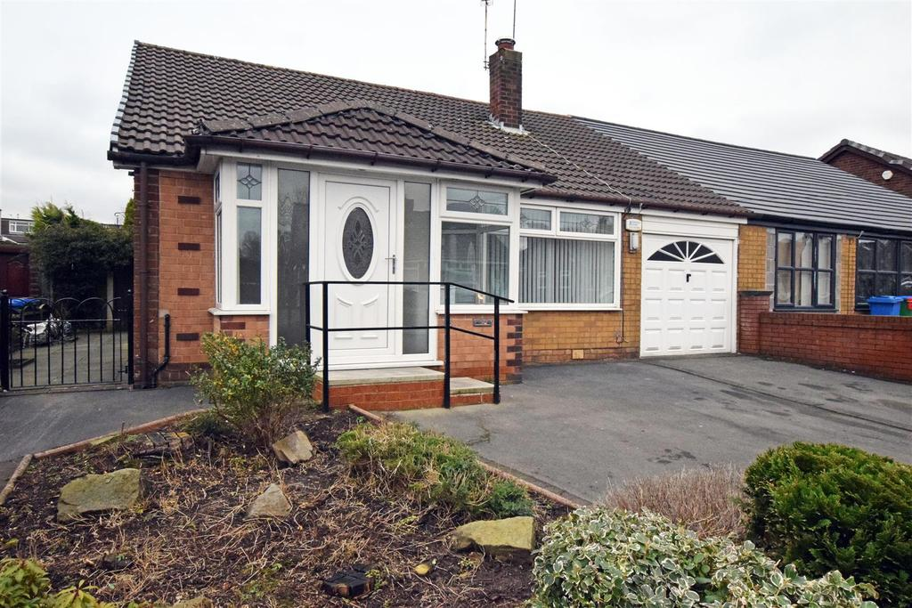 4 Bedrooms Semi Detached Bungalow for sale in Mount Road, Alkrington