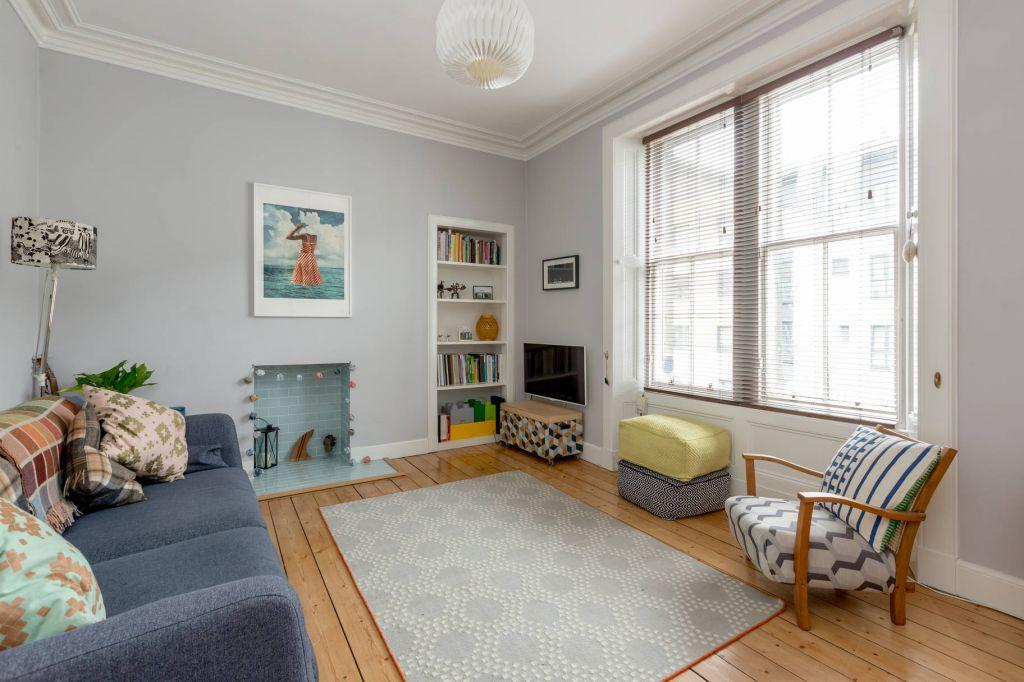 1 Bedroom Flat for sale in 12 2F2, Newhaven Road, Edinburgh, EH6 5PU
