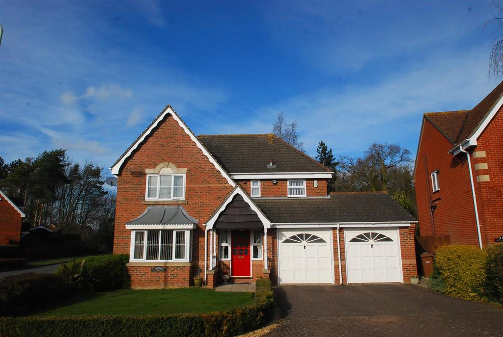4 Bedrooms Detached House for sale in Tassel Road, Bury St. Edmunds