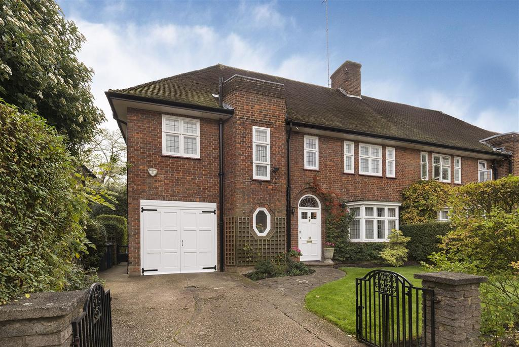 4 Bedrooms Semi Detached House for sale in Meadway, NW11