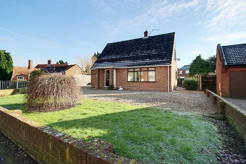 3 Bedrooms Detached Bungalow for sale in Chapel Street, Cawston, Norwich