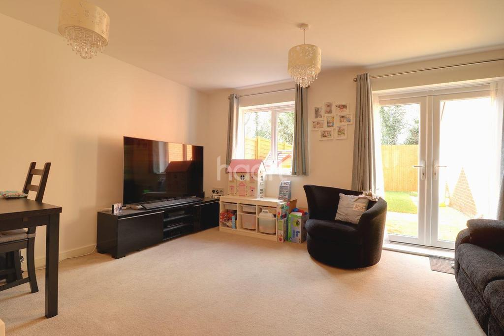 3 Bedrooms Semi Detached House for sale in Claremont Crescent, Rayleigh