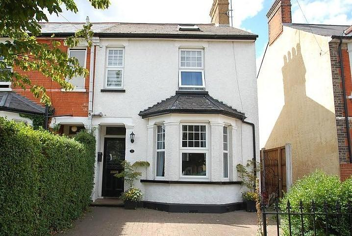 4 Bedrooms Semi Detached House for sale in Robin Hood Road, Brentwood, Essex, CM15