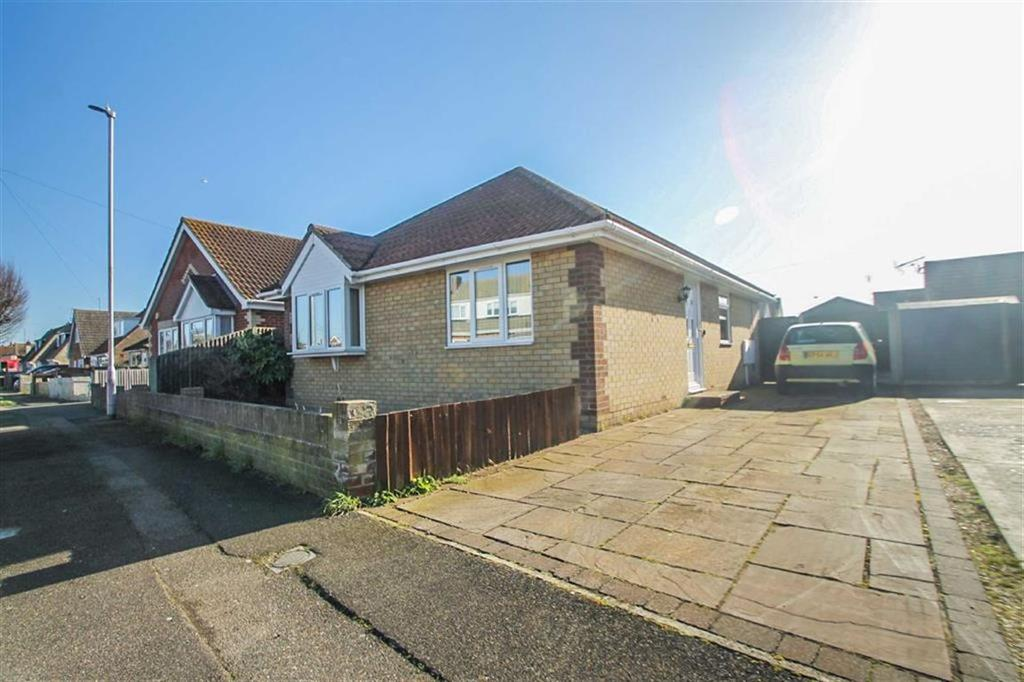 2 Bedrooms Detached Bungalow for sale in Crossways, Clacton-on-Sea