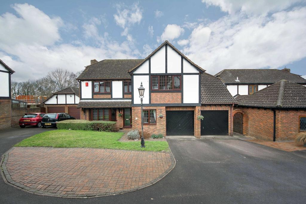 5 Bedrooms Detached House for sale in Saxon Close, Warsash, Southampton SO31
