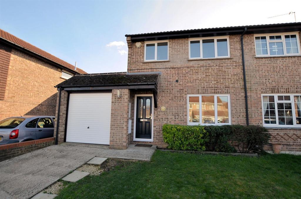 3 Bedrooms Semi Detached House for sale in Devonshire Gardens, Tilehurst, Reading