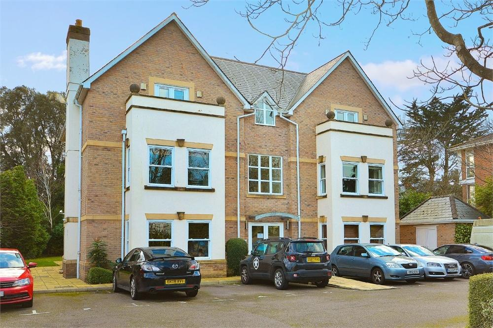 3 Bedrooms Flat for sale in Lansdowne Road, Bournemouth