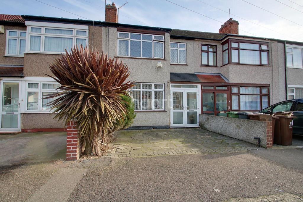 3 Bedrooms Terraced House for sale in Gerald Road, Dagenham