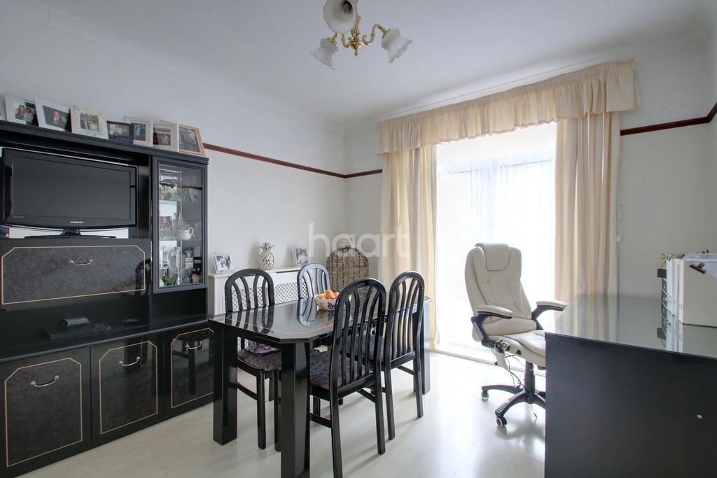 3 Bedrooms Terraced House for sale in Torrington Road, Dagenham