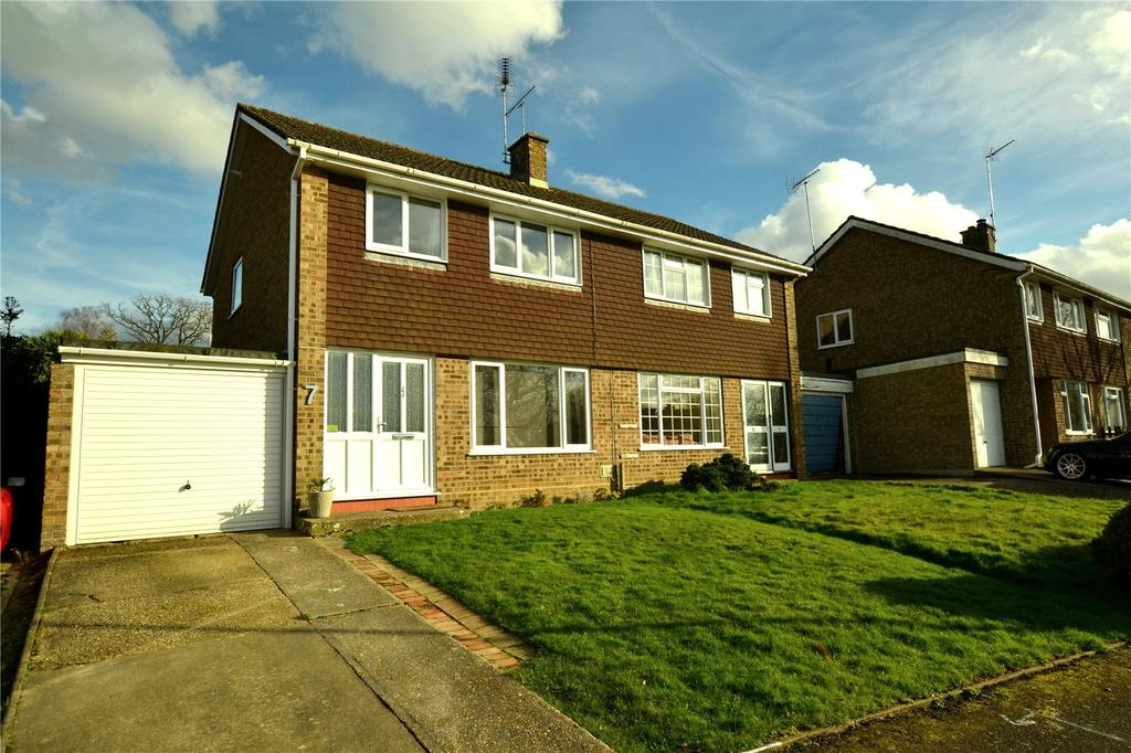 3 Bedrooms Semi Detached House for sale in Chichester Road, Ringwood, Hampshire, BH24