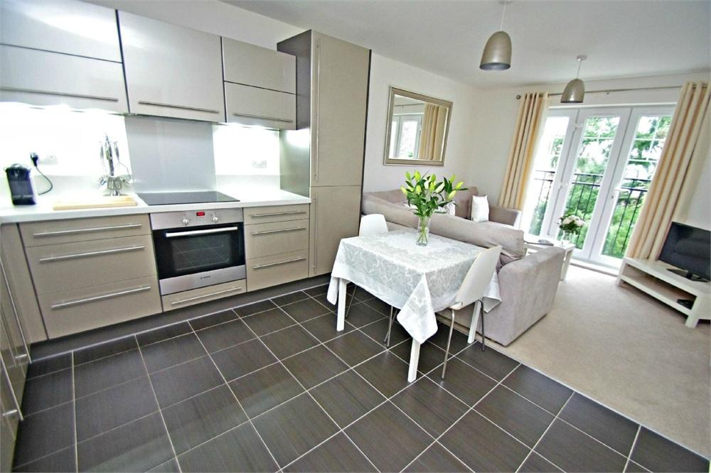2 Bedrooms Flat for sale in Campbell Court, 1 Colnhurst Road, WATFORD, Hertfordshire