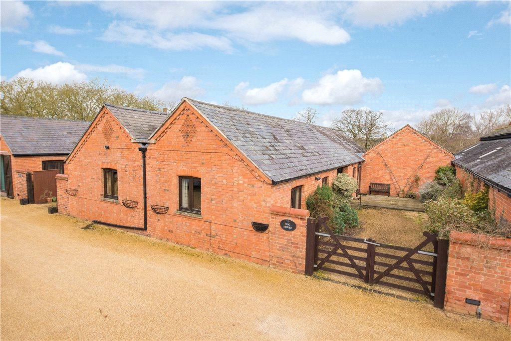 4 Bedrooms Unique Property for sale in Castle Barns, Coplowe Lane, Bletsoe, Bedfordshire