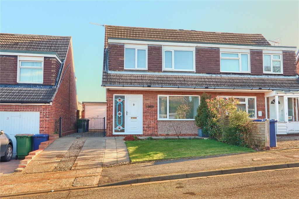 3 Bedrooms Semi Detached House for sale in Silverton Road, Guisborough