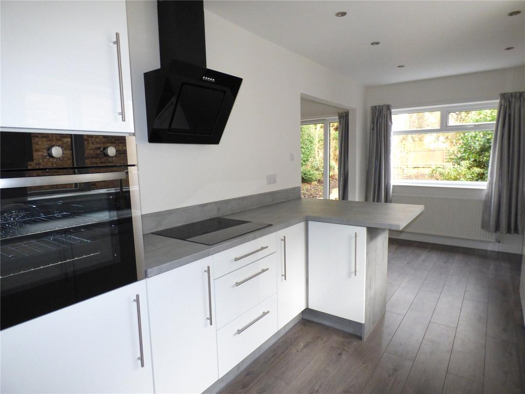 3 Bedrooms Detached House for sale in Pollard Way, Gomersal, BD19