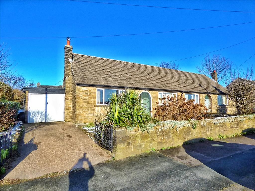 4 Bedrooms Semi Detached Bungalow for sale in New Hey Road, Outlane, Huddersfield, West Yorkshire, HD3
