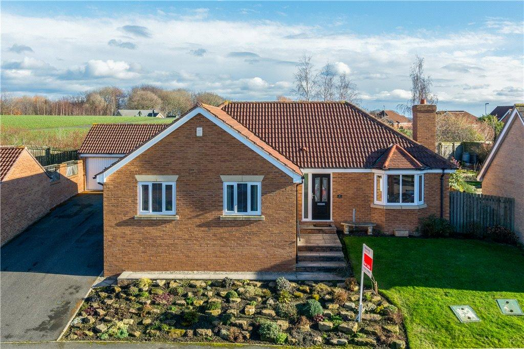 3 Bedrooms Detached Bungalow for sale in Umpire Close, Wakefield, West Yorkshire