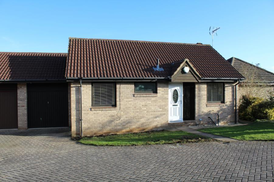 2 Bedrooms Detached Bungalow for rent in KINGS MEADOW DRIVE, WETHERBY, LS22 7FS