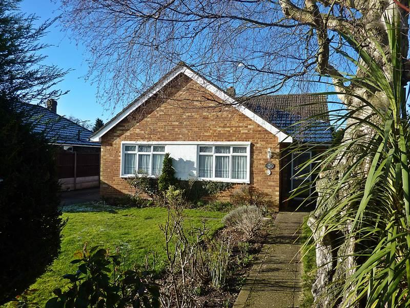 3 Bedrooms Bungalow for sale in FLACKWELL HEATH