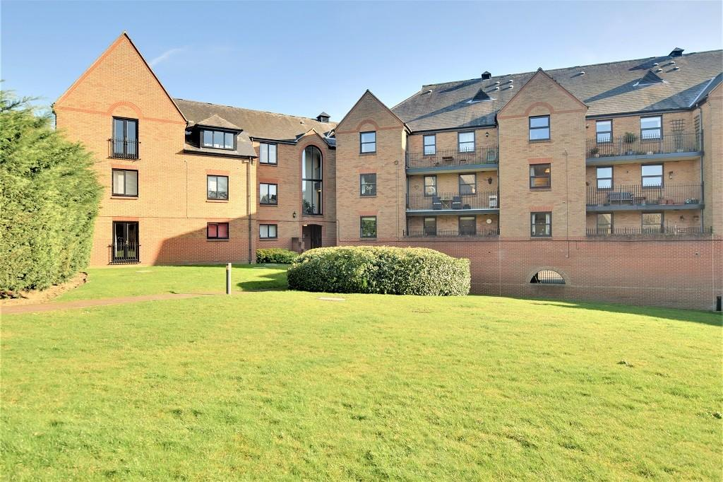 2 Bedrooms Apartment Flat for sale in Fitzwalter Place, Great Dunmow