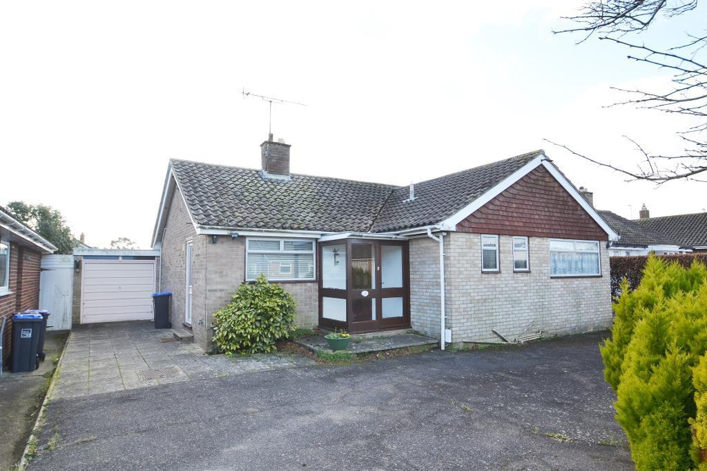 2 Bedrooms Detached Bungalow for sale in Edgehill Close, Worthing, BN13 2EX