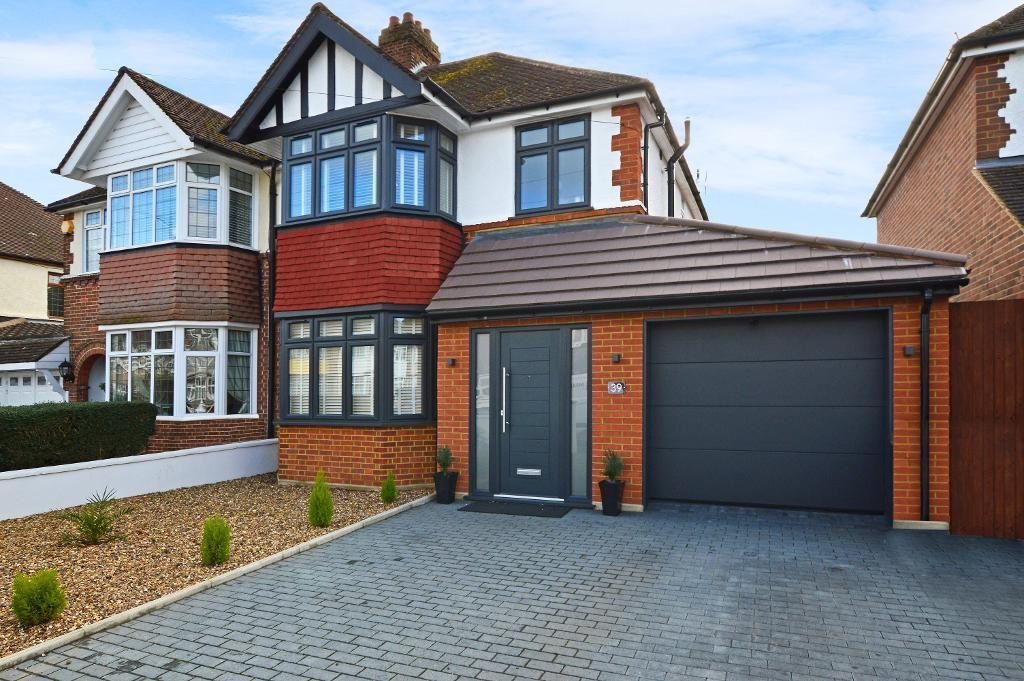 3 Bedrooms Semi Detached House for sale in St Martins Ave, Round Green, Luton, LU2 7LQ