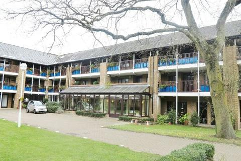 2 bedroom flat for sale - Emmbrook Court, Woolacombe Drive, Reading