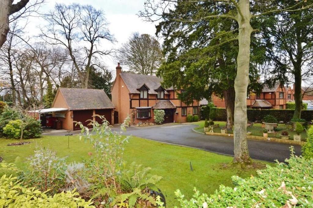 4 Bedrooms Detached House for sale in Brereton Lodge, Brereton