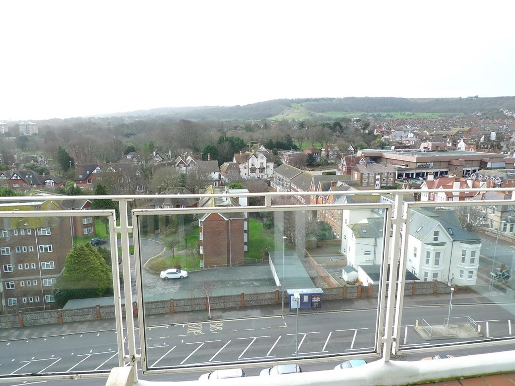 2 Bedrooms Apartment Flat for sale in Upperton Road, Eastbourne, BN21