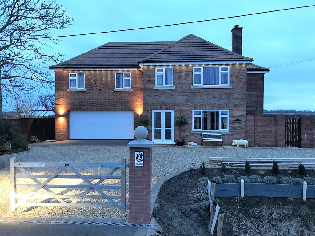 4 Bedrooms Detached House for sale in The Delph, Pode Hole, Spalding, PE11