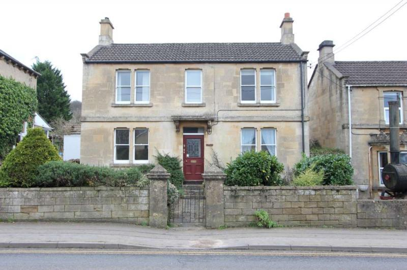 3 Bedrooms Detached House for sale in London Road, Box
