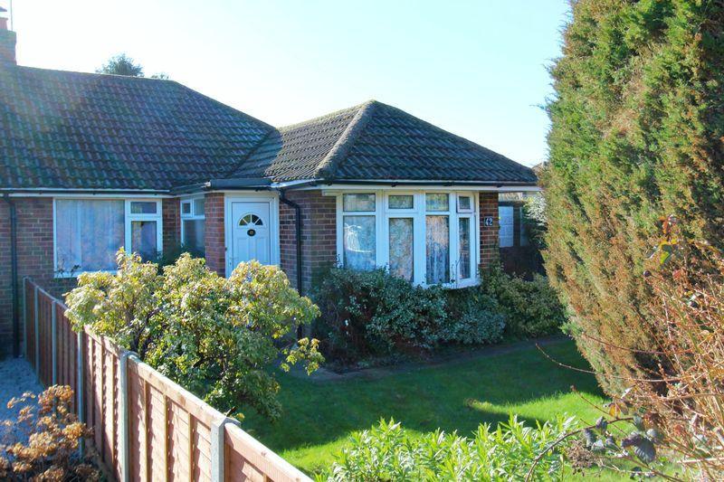 3 Bedrooms Bungalow for sale in Dewlands, Godstone