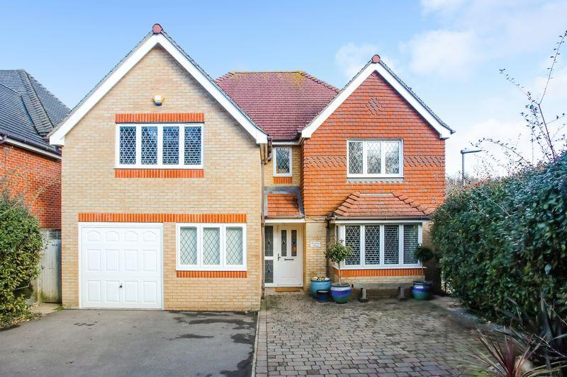 4 Bedrooms Detached House for sale in Eastbourne Road, Ridgewood, East Sussex