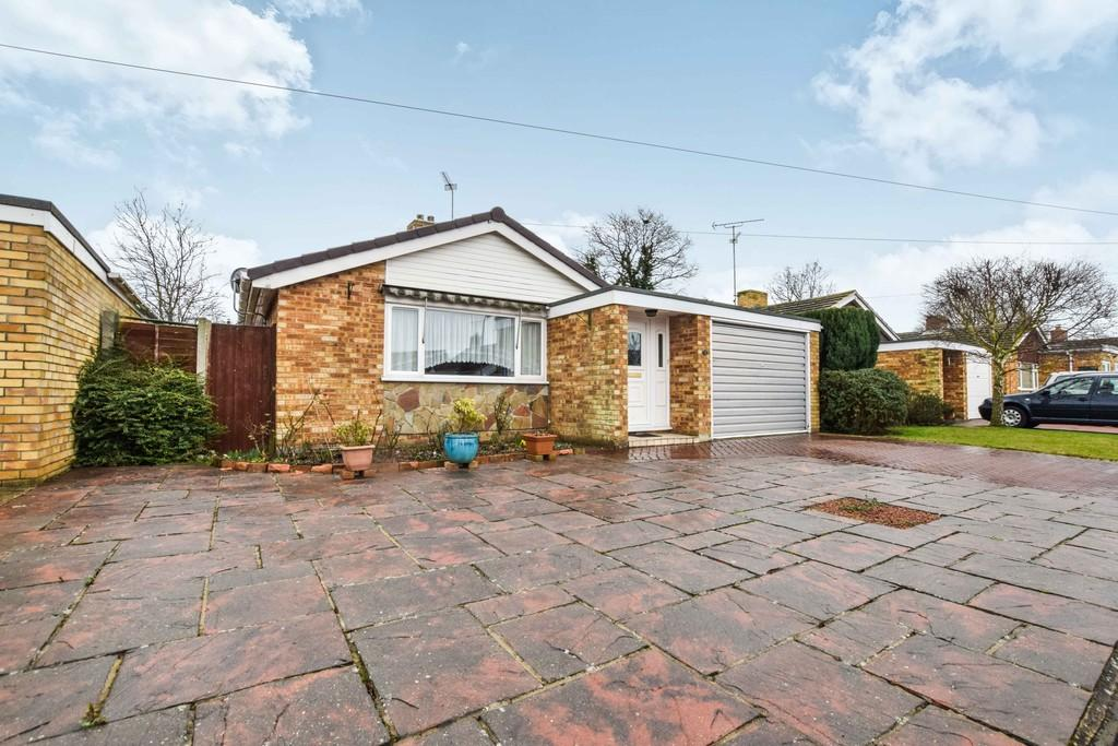 3 Bedrooms Detached Bungalow for sale in Lucerne Road, Elmstead Market CO7 7YB