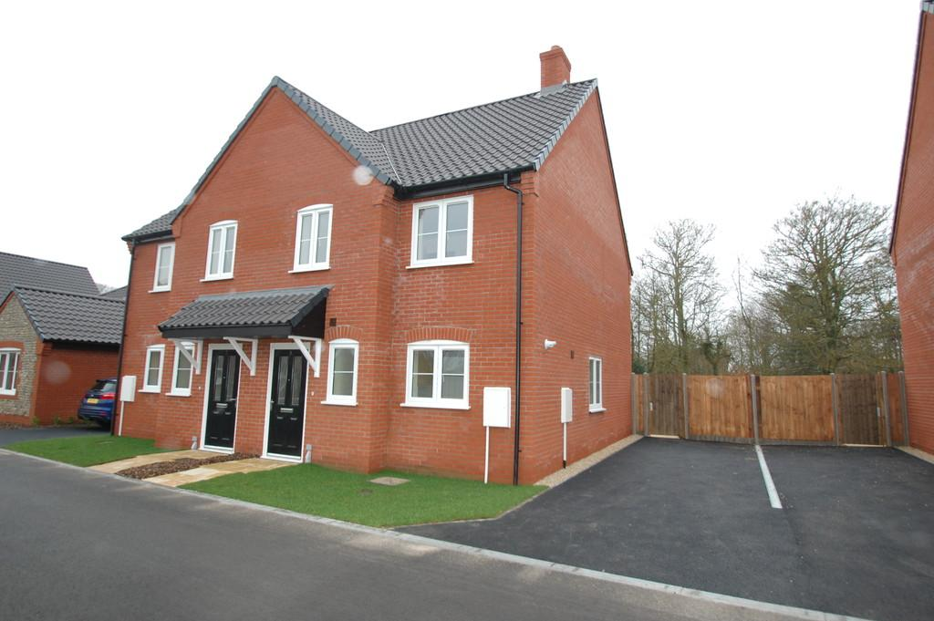 2 Bedrooms Semi Detached House for sale in Gooch Close, Coast Road, Bacton