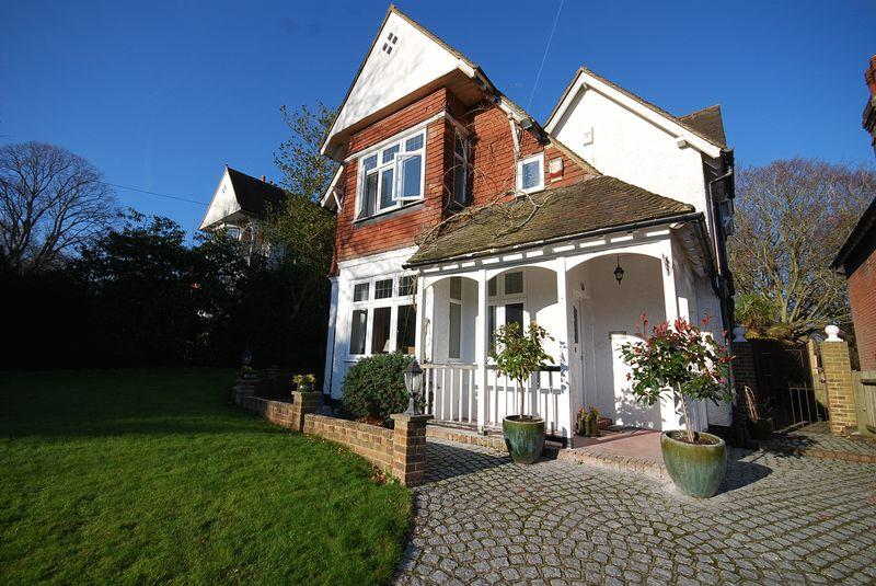 3 Bedrooms Detached House for sale in Saltwood