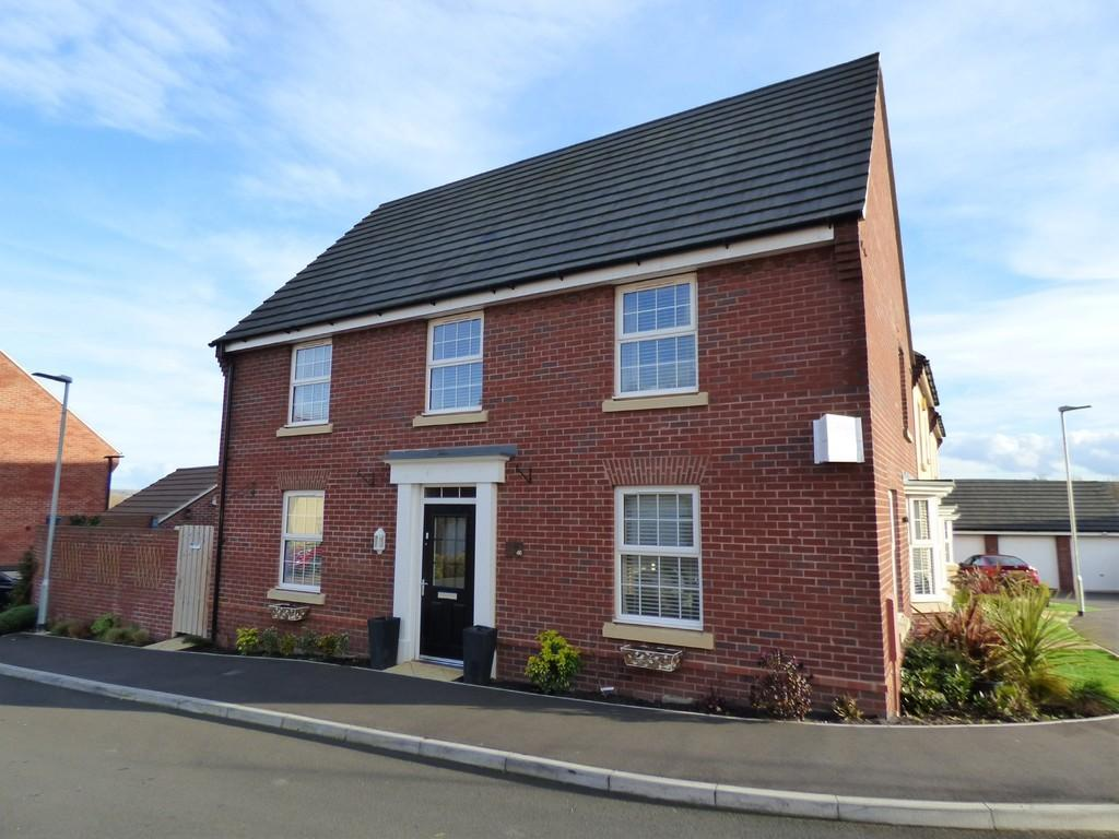 4 Bedrooms Detached House for sale in Neptune Road, Westbury