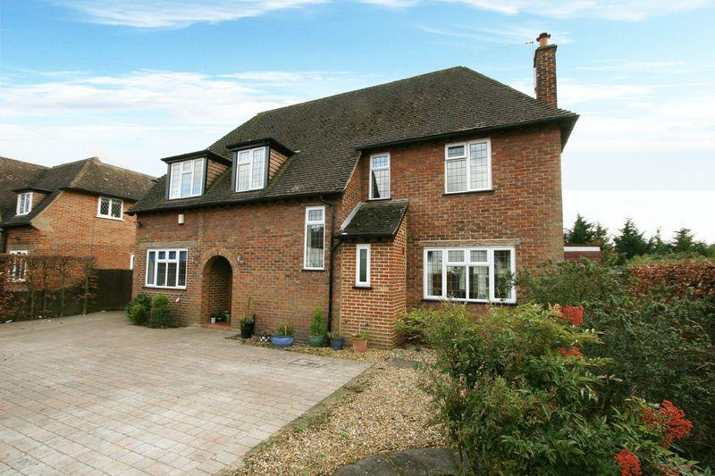 5 Bedrooms Detached House for sale in Fairfield Lane, Farnham Royal, Buckinghamshire SL2