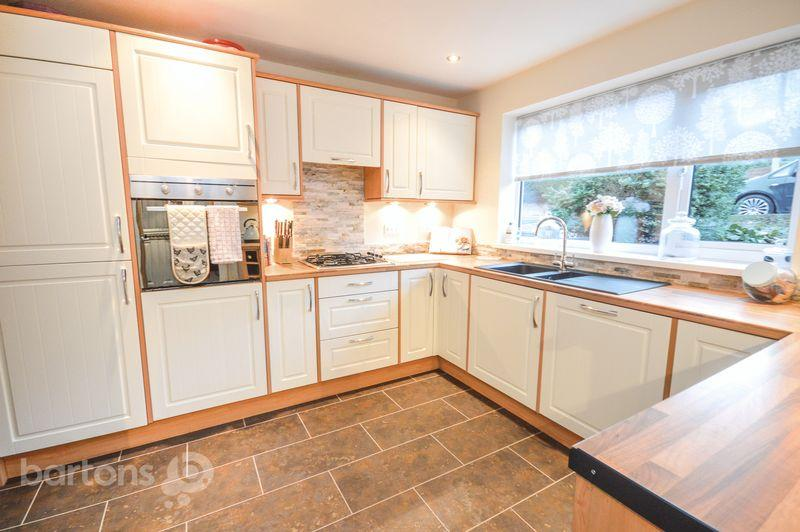 3 Bedrooms Semi Detached House for sale in Farm View Road, Kimberworth