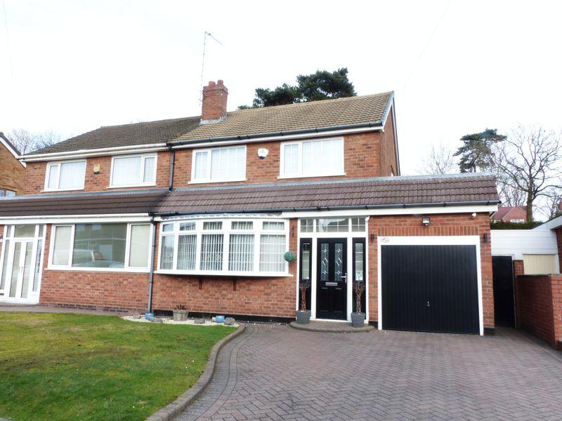 3 Bedrooms Semi Detached House for sale in Valley Road, Streetly
