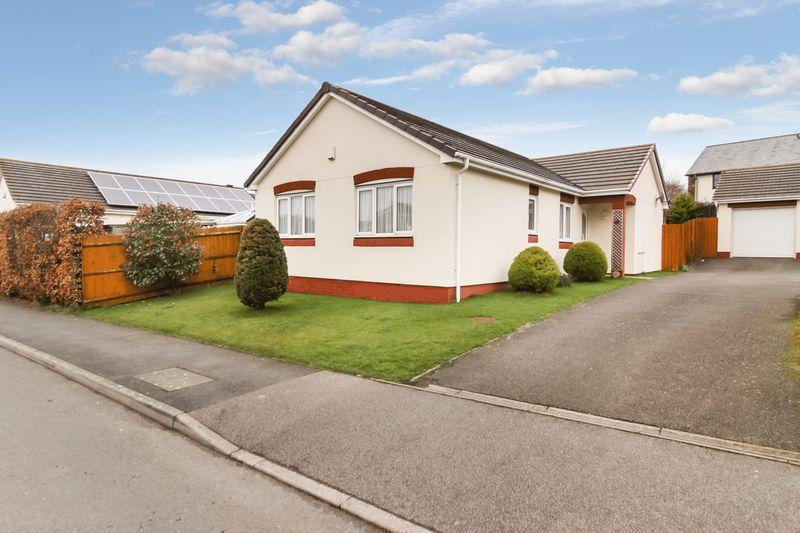 3 Bedrooms Bungalow for sale in Baldwin Drive, Okehampton
